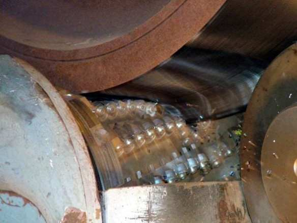 Rueda de acero de la Línea Roja de Metro en proceso de reparación. Foto: Metro.