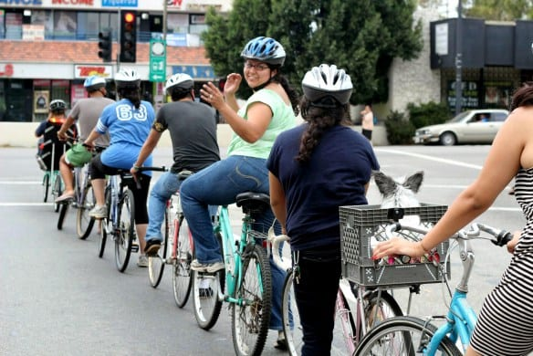 Clase de ciclismo en Highland Park. Foto: Miguel Ramos/Muticultural Communities for Mobility.