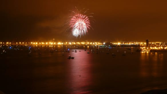 Fuegos artificiales en el Queen Mary. Foto: Marjorie via Flickr Creative Commons.