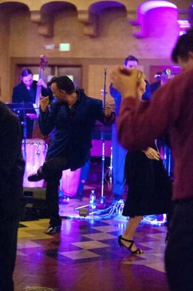 Todos se pusieron a bailar salsa con LA Picante.