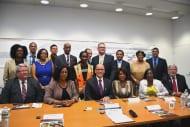 Foto oficial de la visita con el secretario Perez al centro.
