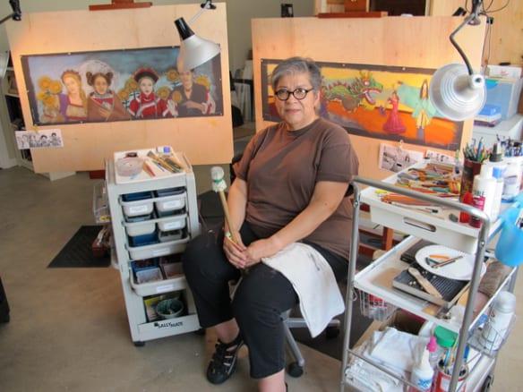 La artista Judithe Hernandez en su estudio. Foto: Perdomo Studio.