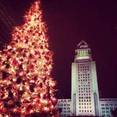 Árbol de Navidad frente al Ayuntamiento.