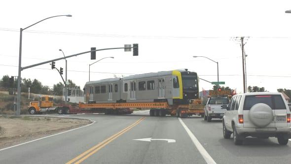 El vagón de tren fue transportado desde Palmdale hasta la Línea Verde. Foto: Metro.