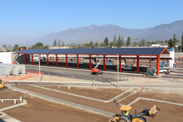 Paneles solares. Fotos: Gold Line Foothill Extension Construction Authority.