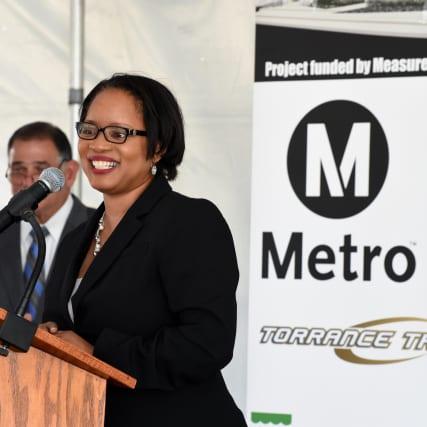 Stephanie Wiggins, subdirectora general ejecutiva de Metro durante la ceremonia.