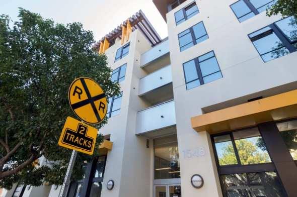 Complejo habitacional cerca de la futura estación Expo en Santa Mónica. Foto:Steve Hymon/Metro.