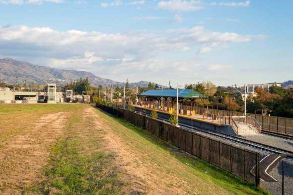 La estación de la Línea Dorada junto a la Pacific