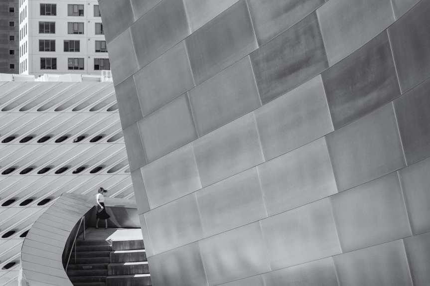 Escaleras en el Disney Hall en el centro de L.A.