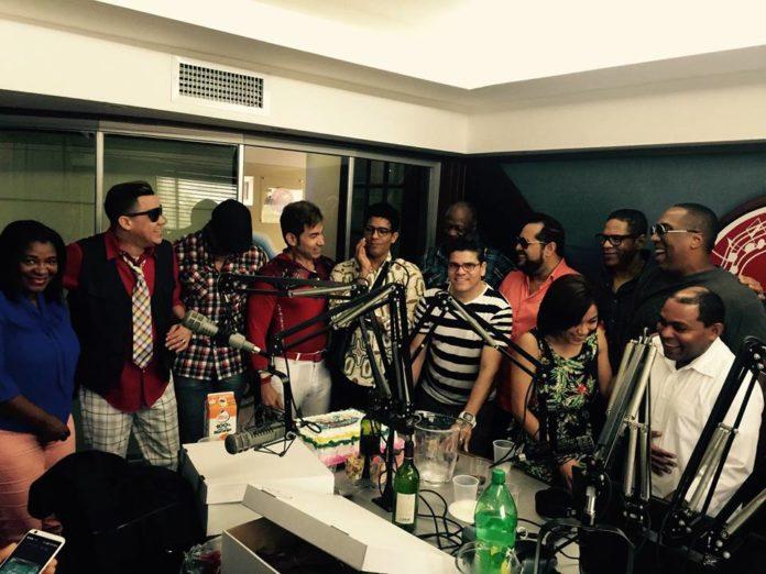 Los merengueros celebran aniversario de programa y aguran larga vida al ritmo