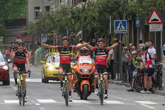 Jurado, junto con Rojo y Samitier llegaron juntos a la meta de Estella en la pasada Vuelta a Navarra (Foto: Diario de Navarra)