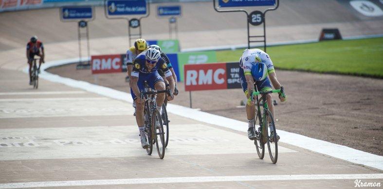 Por centímetros. Hayman lograba la victoria de su vía ante un Boonen que se quedó a las puertas de proclamarse campeón de la Paris-Roubaix por quinta vez. © Kramon