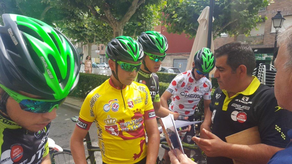 Burmann de amarillo y Tello de topos rojos en la Vuelta a León, han sido dos de los grandes protagonistas del Kuota este 2016