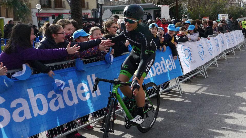 José Manuel ya ha podido disfrutar en Valencia y Andalucía del calor del público (Foto: Facebook: Israel Cycling Academy)