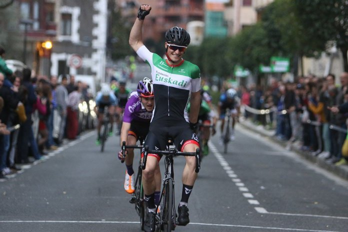 Mikel Alonso entra victorioso en Markina-Xemein y además se sitúa líder en el Lehendakari (Foto: @ciclomagazine_ )