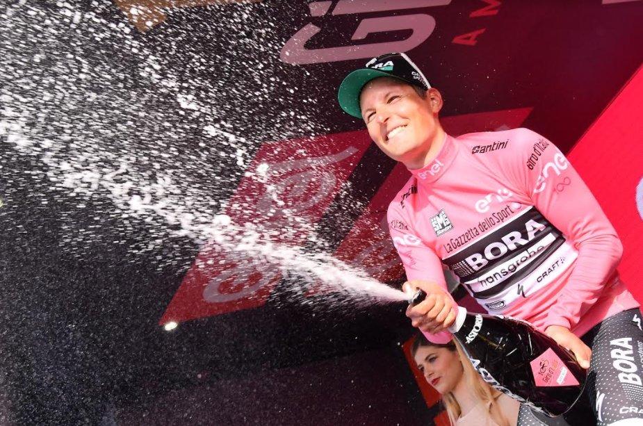 El Bora-Hansgrohe ha arrasado en la etapa de hoy. Ha logrado la victoria de etapa y los cuatro maillots. © RCS Sport