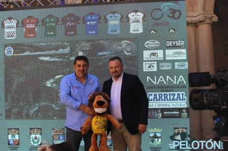 Javier Fernández, director de la Vuelta a León, junto con Eduardo Morán nuevo presidente de la Diputación de León