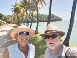 turistas en una isla paradisíaca