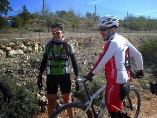 Cambiando las bicis durante el almuerzo