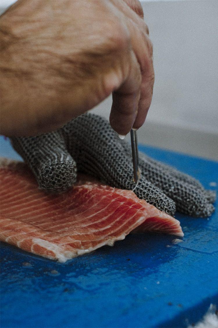 El Pescador Barcelona lonja manos