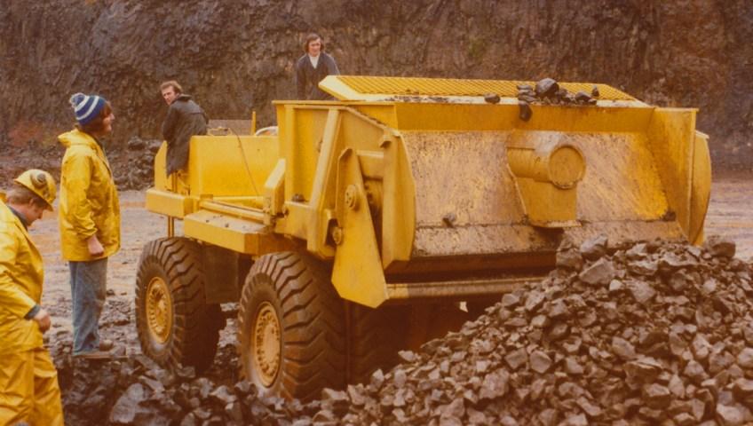 Elphinstone Cat 769B surface dump truck