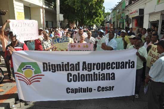 Los campesinos protestaron por los embargos que le inició el Banco Agrario. EL PILÓN/Joaquín Ramírez.
