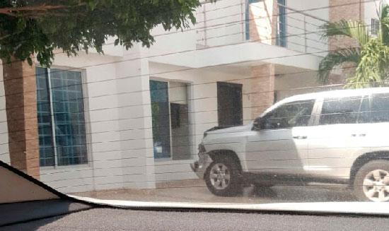 Camioneta de UNP asignada a la alcaldesa de la Paz involucrada en accidente de tránsito