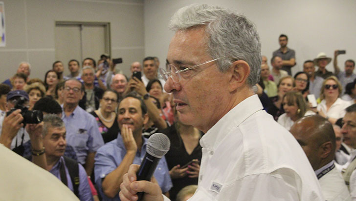 Senador Álvaro Uribe propuso aumento
