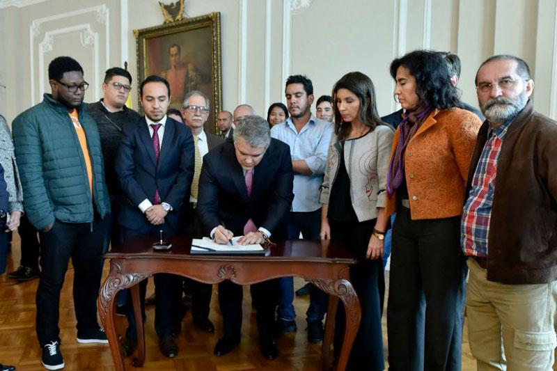 Acuerdo histórico entre estudiantes, profesores y Gobierno