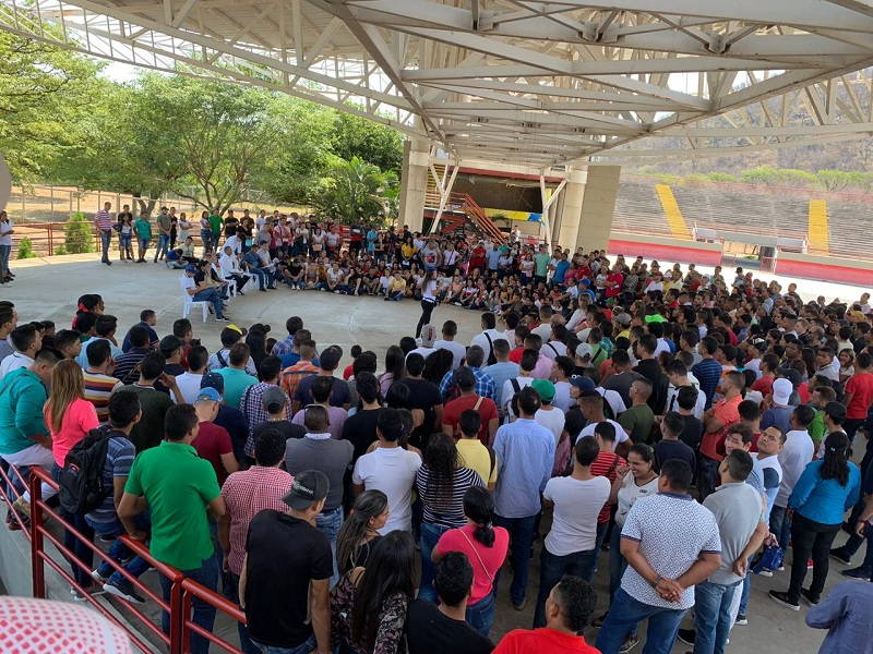 Los preinscritos al equipo de logística del máximo evento de acordeones del país recibieron su primera inducción en el Parque de la Leyenda Vallenata 'Consuelo Araújo Noguera'.  Foto: Suministrada.