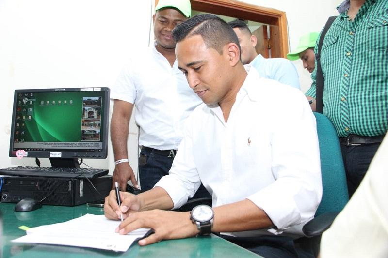 Jhon Jairo Díaz Carpio fue el candidato número 16 en inscribirse.  Foto: Cortesía.
