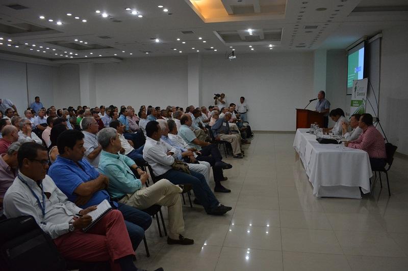 El gobernador Francisco Ovalle Angarita socializó las líneas de crédito ante productores agropecuarios.  Foto: Sergio Mcgreen.