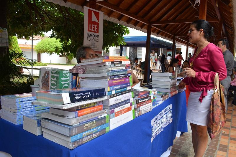 Hoy será el segundo día de la segunda Feria del Libro de la Udes que tendrá como tema principal 'La Poesía Cantada'.   Foto: Sergio Mcgreen.