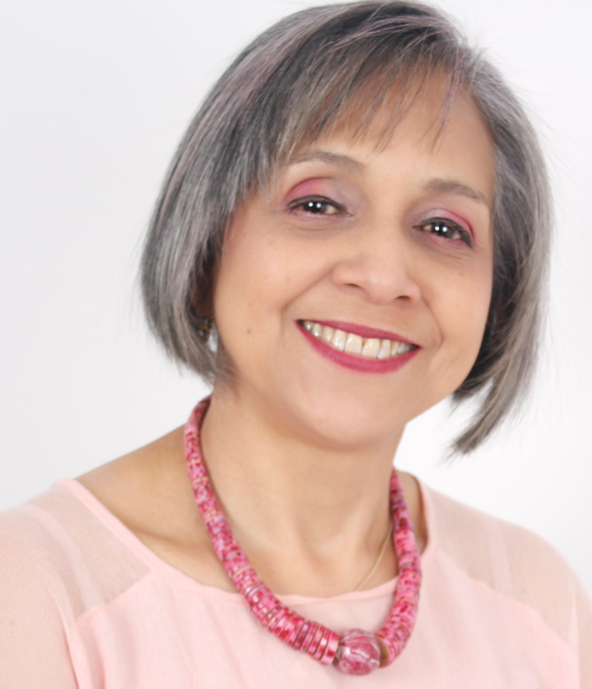Nereyda Lacera Reales es la médica sexóloga que presenta su libro de sexualidad 'Revolcando mi Cama'.   CORTESÍA.