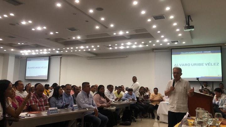 El senador Álvaro Uribe Vélez se reunió con los militantes del Centro Democrático en el Cesar.   Instagram Álvaro Uribe.