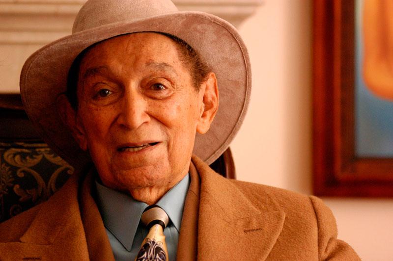 Rafael Calixto Escalona Martínez nació en Patillal, el  26 de mayo de 1927, y murió en Bogotá, el 13 de mayo de 2009.