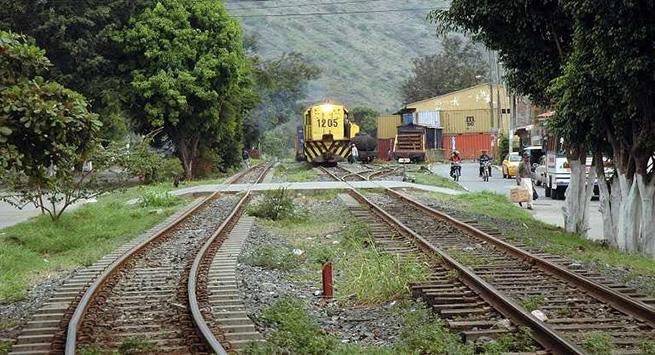 La ANI entregó el contrato para la adecuación y mantenimiento de la vía férrea.  Referencia.