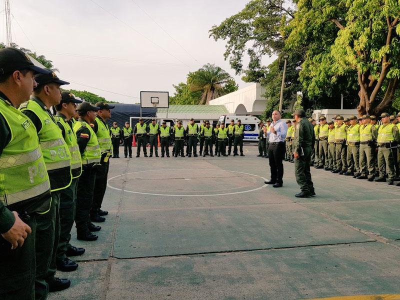 Entre los policías hay un grupo de 20 mujeres que trabajan campañas de prevención en la margen derecha del río.  CORTESÍA