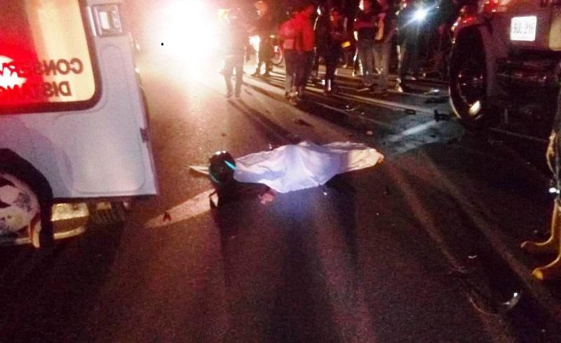 El conductor de la moto murió en el lugar de los hechos.   FOTO: CORTESÍA