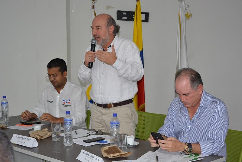 El gobernador Francisco Ovalle y el alcalde Augusto Uhía hicieron claridad ante el contralor Ricardo Galindo del avance de la obra Casa en el Aire.  FOTO: SERGIO MCGREEN
