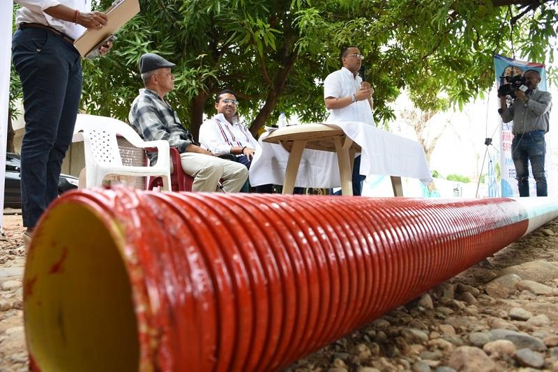 Serán 800 metros lineales de tubería de PVC de ocho pulgadas los que se instalarán en este barrio del sur de Valledupar.   CORTESÍA