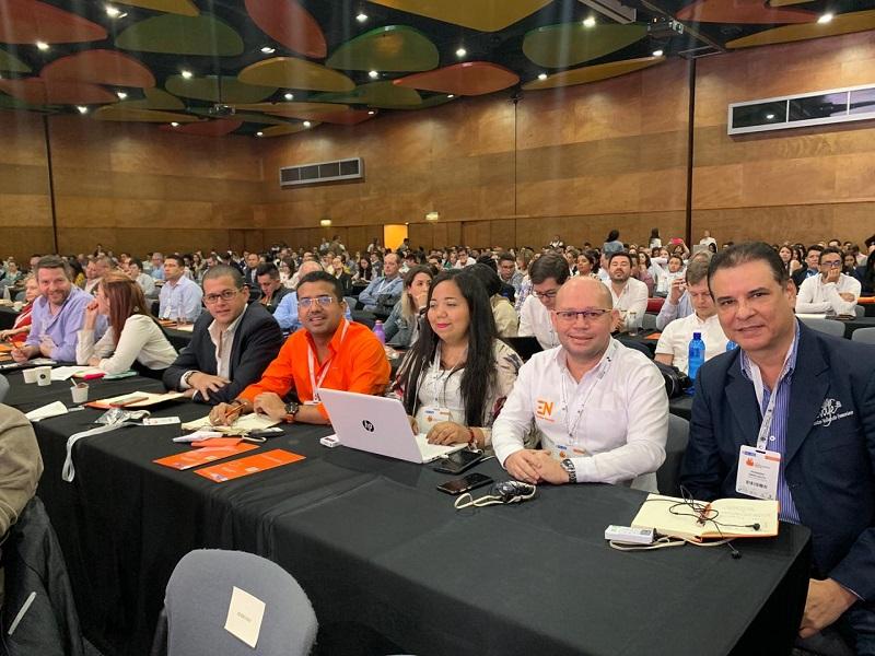 En la Primera Cumbre Mundial de Economía Naranja,  realizada en la ciudad de Medellín, participaron el alcalde Augusto Ramírez Uhía, y los emprendedores culturales Jairo Jiménez Delgado y Liliana Vanegas Romero.  Foto: Cortesía.