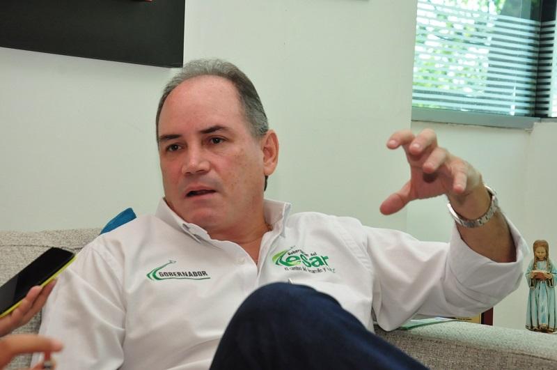 El gobernador del Cesar, Francisco Ovalle Angarita, propuso un listado de ocho proyectos a la Asamblea Departamental, que serán debatidos en un lapso de 12 días.  FOTO: JOAQUÍN RAMIREZ