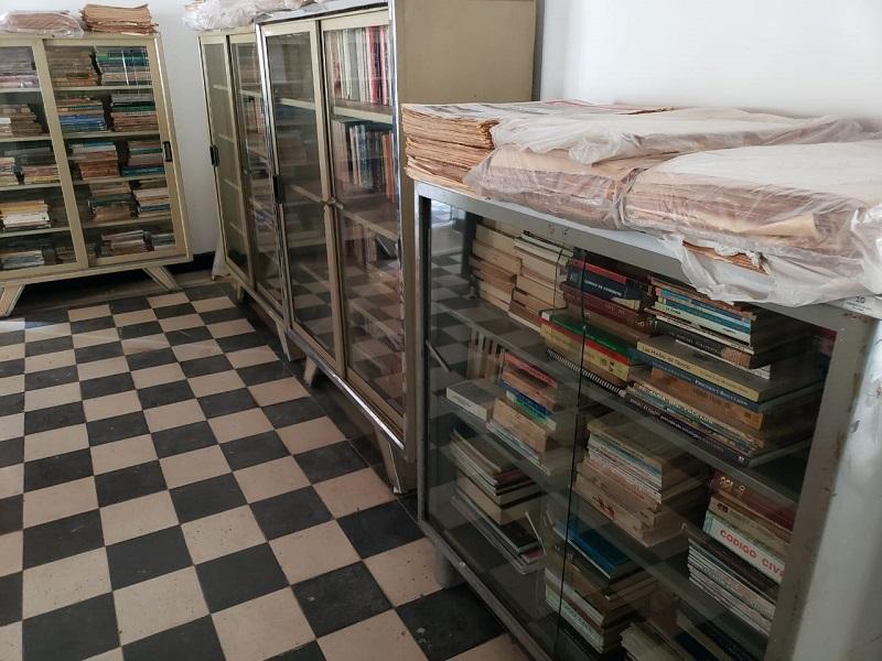 Algunos ejemplares de la antigua Biblioteca Municipal reposan ordenados y en estantes en la Academia de Historia.  FOTO: JOAQUÍN RAMÍREZ