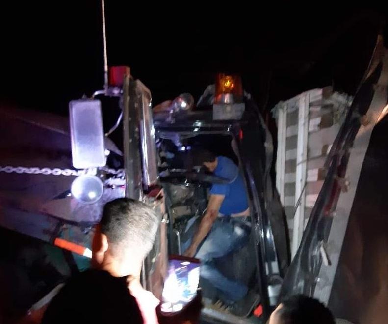 La víctima quedó aprisionada en el vehículo que conducía.   FOTO: JUDICIALES.