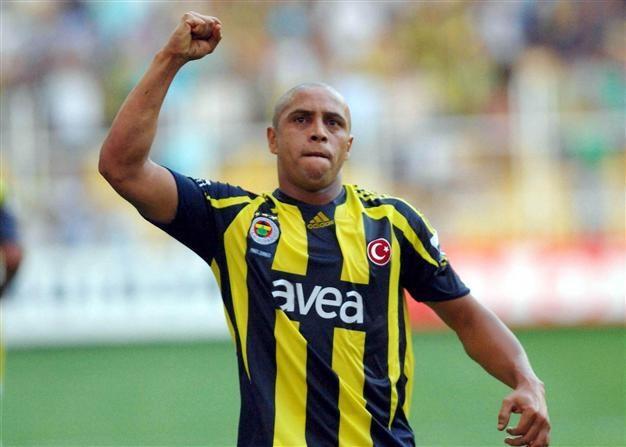 Roberto Carlos pidió el regreso de Falcao y manifestó su admiración por 'El Tigre'.