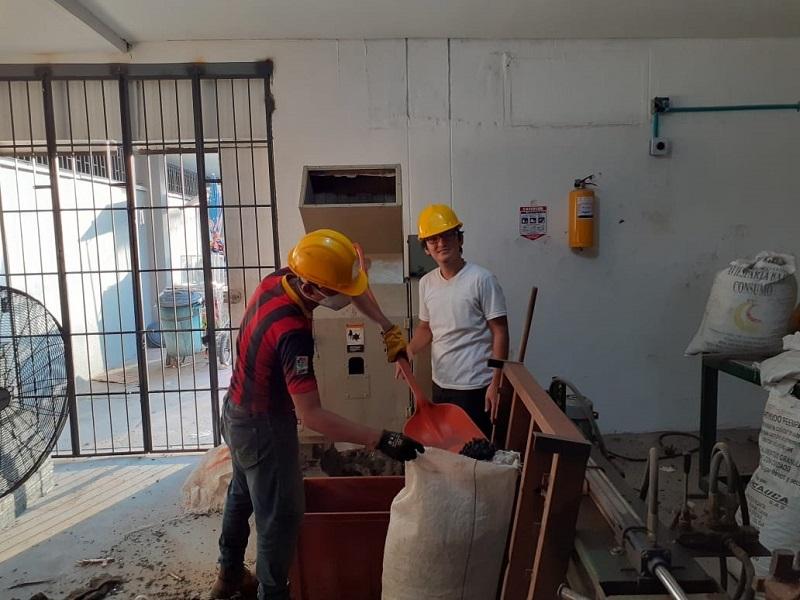 Álvaro Doria Álvarez es un joven vallenato de  24 años que crea 'madera plástica' con material reciclado.  FOTO/ CORTESÍA.
