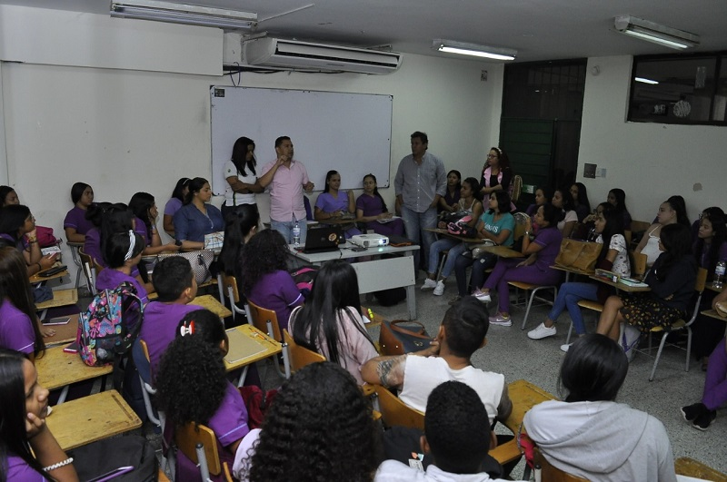 La pandemia cambia esa mentalidad que el profesor es el único conocedor que imparte la clase y que en el proceso de enseñanza-aprendizaje el estudiante tiene un mayor protagonismo.   Foto: Joaquín Ramírez/EL PILÓN.