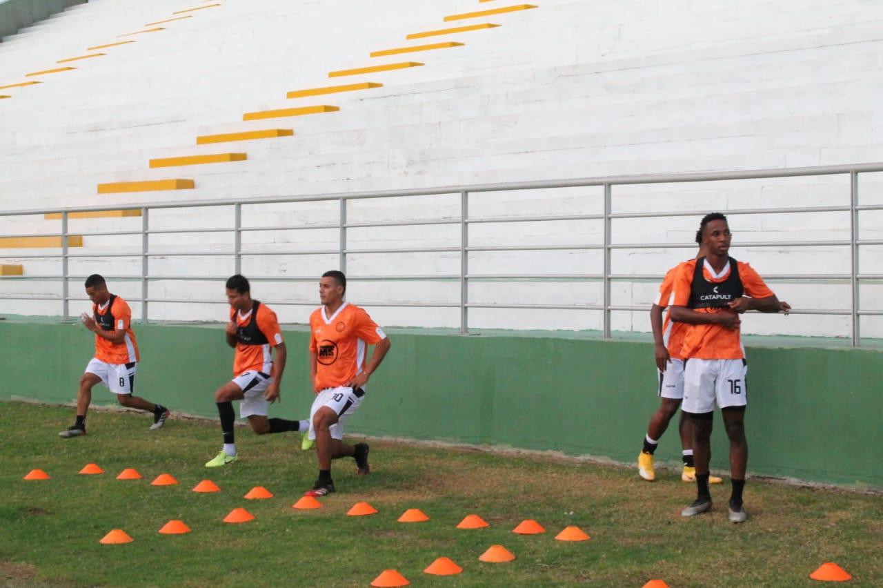 El equipo entrenó en el Estadio Armando Maestre tras volver de Santa Marta.
