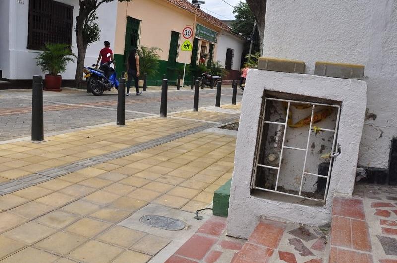 Los hurtos de contadores de gas y tapa de alcantarillas suceden en el barrio Cañahuate.   FOTO/JOAQUÍN RAMÍREZ.